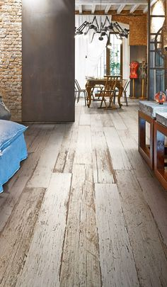 The worn and lovely look of vintage barn wood is authentically reproduced in our new ‪#‎Blendart‬ Collection. Use it in any space, indoors or out, and bring the look of reclaimed wood to your project, while enjoying the unmatched durability of porcelain tile. http://bit.ly/1GHN1ti
