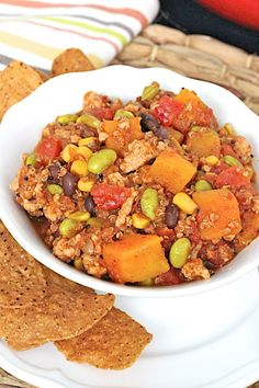 A healthy and hearty turkey quinoa chili with butternut squash and edamame for a comfort food fix that you can feel great about eating! Vegetarian Meals For Kids, Healthy Vegetable Recipes, Soup Recipes, Cooking Recipes, Kid Recipes, Family Recipes, Diabetic Recipes, Chicken Recipes, Picky Toddler Meals