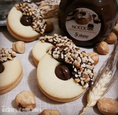 Donut Recipes, Cookie Recipes, Dessert Recipes, Twix Cheesecake Recipe, Food Garnishes, Food Gifts, Krispie Treats, Cake Cookies, Chocolate Recipes