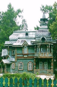 traditional Russian house in Nizhny Novgorod (creativehouse)