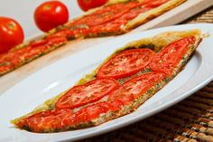 Tomato and Basil Pesto Parmesan Tart - tasty appetizer idea! But instead of using the pastry puff, I want to try it with the cauliflower pizza crust recipe Tomato Pesto, Basil Pesto, Tomato Bruschetta, Appetizer Dips, Yummy Appetizers, Appetizer Recipes, Easy Flatbread Recipes, Sandwiches, Puff Pastry Recipes
