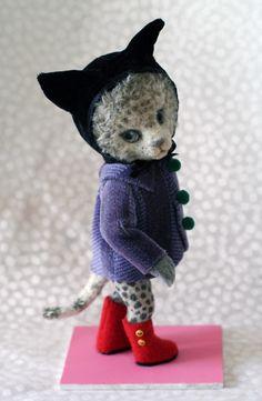 Yoo Moo, Japanese felted doll artist - piece based on painting by Yumiko Higuchi