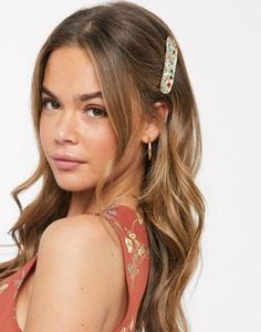 Buy Pieces hair clip with multicoloured diamante in hammered gold at ASOS. Get the latest trends with ASOS now. Hammered Gold, Hair Pieces, Headpiece, Hair Bows, Hair Clips, Headbands, Asos, Hair Accessories, Hair Styles