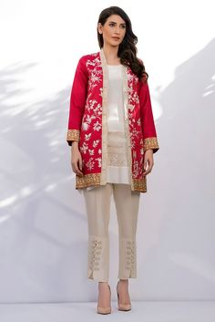 Stylish Pakistani Party Wear Dresses 2018 For Girls In Coat Style In Pink and White Color New Party Wear Dress, Pakistani Party Wear Dresses, Pakistani Wedding Outfits, Pakistani Fashion 2017, Pakistan Fashion, Black Tees, Stylish Dresses For Girls, Stylish Dress Designs, Jamawar Dresses