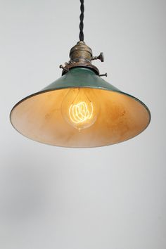 Industrial pendant lamp.