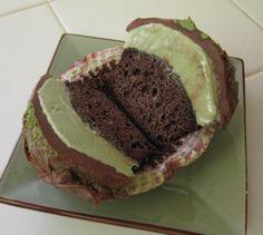 Cupcakes de chocolate con helado de té verde
