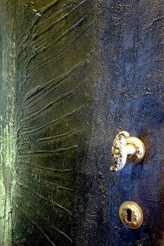 particolare rilievo resina e oro. come pelle animale o fossile