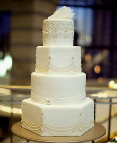 Alternating Hexagon & round layered wedding cake