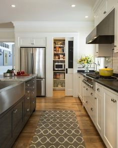 10 Tips For Planning A Galley Kitchen - Advanced galley kitchen backsplash ideas that will impress you - Galley Kitchen Design, Galley Kitchen Remodel, Kitchen Pantry Cabinets, Kitchen Backsplash, New Kitchen, Kitchen Decor, Kitchen Ideas, Backsplash Ideas, Kitchen Planning