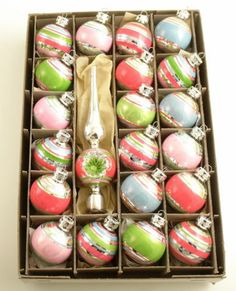retro christmas -- I'm on the hunt for these. I want to do a retro Christmas tree next year. Old Fashioned Christmas, Christmas Past, Merry Little Christmas, Vintage Christmas Ornaments, Modern Christmas, Retro Christmas, Christmas Items, Vintage Holiday, Christmas Balls