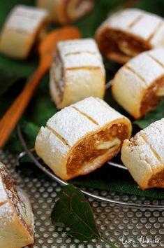 Placinte cu mere detaliu Romanian Desserts, Dough Recipe, Cake Cookies, No Bake Cake, Sweet Recipes, Dessert Recipes, Dessert Ideas, Sweet Treats, Food And Drink