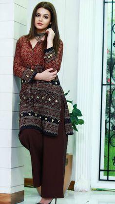 Simple Pakistani Dresses, Pakistani Fashion Casual, Pakistani Dress Design, Pakistani Outfits, Indian Fashion, Stylish Dresses For Girls, Stylish Dress Designs, Designs For Dresses, Stylish Outfits