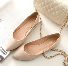 2014 spring new beauty Daphne singles shoes flat shoes casual flat shoes with po. 2014 spring new beauty Daphne singles shoes flat shoes casual flat shoes with pointed scoop. Dream Shoes, Me Too Shoes, Pretty Shoes, Beautiful Shoes, Pumps Nude, Shoe Boots, Shoes Heels, Cute Shoes Flats, Designer Shoes