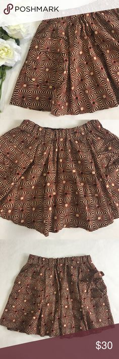 • Free People Flowing Skirt • Awesome skirt, lovely design, flowy skater style, has two front pockets, stretch elastic at the waist. Salmon-peach, beige and black print. Great condition 💕 Free People Skirts Circle & Skater