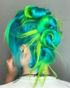 is the artist… Pulp Riot Neon Electric is the paint. is the artist… Pulp Riot Neon Electric is the paint. Neon Hair Color, Green Hair Colors, Bright Hair Colors, Neon Green Hair, Corte Shag, Pulp Riot Hair Color, Coloured Hair, Bright Colored Hair, Dye My Hair
