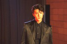 [Vyrl] EXO : EXO at Concert Poster Shoot – Part 1 총 8만 4천여명의 팬들과 함께 한, 어느 때보다 뜨거웠던