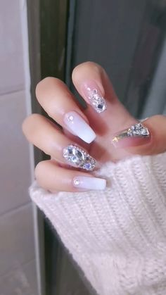 DIY Nail art designs that are actually very Easy. Nail art design needs to be attractive and fashionable. Nail Art Hacks, Nail Art Diy, Diy Nails, Pink Nail Art, Cute Acrylic Nails, Cute Nails, Nail Art Designs Videos, Nail Art Videos, Nail Designs