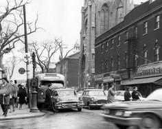 St-Denis et Ste-Catherine Est Rue Sainte Catherine, St Denis, Of Montreal, Vintage Photographs, Street View, Black And White, Architecture, Places, Buses