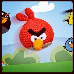 Angry Bird Amigurumi - Patrón Gratis en Español aquí: http://chicaoutlet.blogspot.com.ar/2014/07/angry-bird-red.html