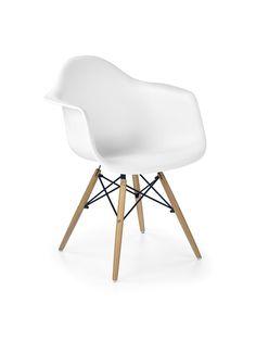 Design eetkamerstoel gemaakt van kunststof met houten poten, verkrijgbaar in de kleuren zwart of wit. www.meubelnova.nl