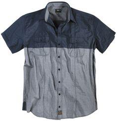 Chemise d'été allsize Réplika composé de 100 % Coton Fines rayures  Deux couleurs Deux poches avec rabat et bouton  Manches courtes Col classique   toutes les tailles - xxl  vous propose cette chemise d'été légère pour homme dans les tailles xL au 8 XL