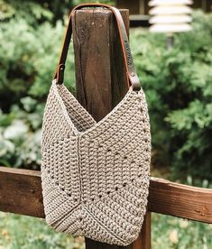 Bead Crochet Rope, Crochet Art, Crochet Border Patterns, Triangle Bag, Crochet Jacket, Crochet Handbags, Crochet Accessories, Handmade Bags, Purses