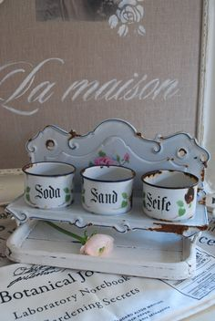 If you stand true to your faith in God, there will be situations in which you will come across cunning, crafty people , who use their wits instead of worshiping God, and you will appear a fool. Shabby Vintage, Rustikalen Shabby Chic, Chabby Chic, Vintage Tins, French Vintage, Vintage Antiques, Retro Vintage, Vintage Enamelware, Decoration