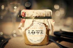'spread the love' marmalade wedding favor.  so clever!
