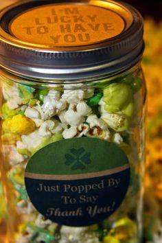"""Lucky To Have You"" St Patrick's Popcorn Mix & Printable #giftideas #masonjars"