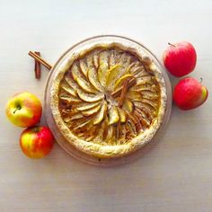 I really live fall....  #foods #foodpics #foodphotography #apple #cinnamon #vegetarien #dessert #applepie #rainningday #fallseason #sweet #goldandbrown #handmade #homemade #pastry #pie