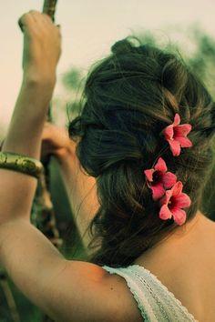 Boho festive flowers in her hair...