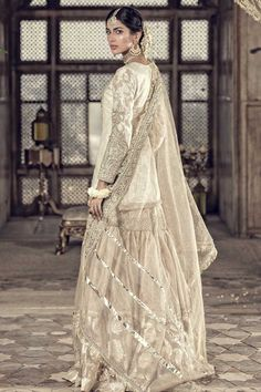 Pakistani Wedding Outfits, Pakistani Dress Design, Pakistani Wedding Dresses, Pakistani Suits, Nikkah Dress, Shadi Dresses, Indian Dresses, Stylish Dresses For Girls, Nice Dresses