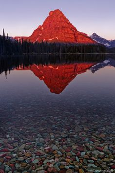 Watch the Sunrise at Two Medicine Lake (+ 9 Best Things to Do in Glacier National Park Montana) Beautiful Places To Visit, Oh The Places You'll Go, Places To Travel, Travel Destinations, Glacier National Park Montana, Glacier Park, Miguel Angel Garcia, Summer Travel, Travel Usa