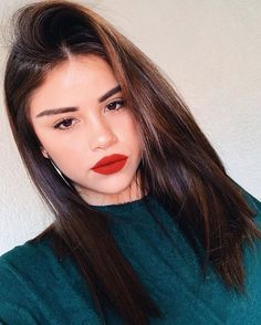 Long hairstyle bob: What face shape, how to use it? We focus on the long bob style. There is a hairstyle that we have seen and loved in all these times: the long hairstyle in bob . Long Bob Styles, Medium Hair Styles, Long Bob Haircuts, Long Bob Hairstyles, Trends 2018, Langer Bob, Nouveau Look, Auburn Hair, Long Hair Cuts