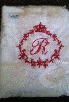 Toalha marca dohler . Medida 30x45 cm . Otima opção para presente ou lembrança personalizado com a inicial e moldura de princesa.