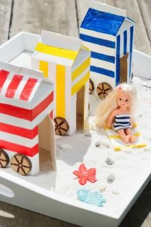 3 zomerse knutselideeën: Kleurrijke strandhuisjes en leuke souvenirdoosjes: met deze leuke knutselideeën haal je meteen de zomer in huis! Summer Crafts For Kids, Summer Kids, Projects For Kids, Diy For Kids, Preschool Crafts, Kids Crafts, Diy Crafts Love, Kids Play Table, Art Lessons Elementary