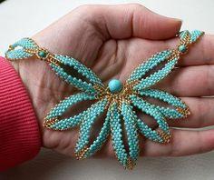 Mujeres joyas conjunto: collar pulsera pendientes.