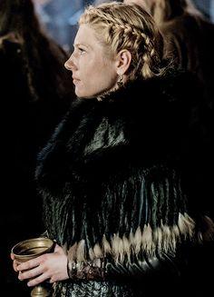 Katheryn Winnick stars as Lagertha on Vikings Katheryn Winnick Vikings, Vikings Lagertha, Viking Queen, Viking Warrior, Ragnar Lothbrok, Vikings Tv Show, Viking Hair, Brave Women, Game Of Thrones Fans