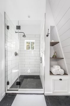 On a budget bathroom design ideas. Every bathroom remodel begins with a layout idea. From complete master bathroom improvements, smaller sized guest bath remodels, and bathroom remodels of all sizes. Loft Bathroom, Upstairs Bathrooms, Bathroom Renos, Bathroom Interior, Master Bathroom, Spa Interior, Bathroom Ideas, Bathroom Modern, Interior Design