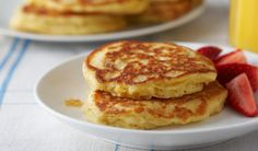 Orange Oatmeal Pancakes- Whole wheat flour and oats add nutrition to this breakfast staple Healthy Meals For Kids, Kids Meals, Healthy Recipes, Kid Recipes, Healthy Desserts, Sweet Recipes, Pancakes Oatmeal, Good Food, Yummy Food
