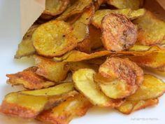 Chips, wer mag sie nicht ? Doch in Fertigchips stecken oft Geschmacksverstärker und künstliche Aromen. Also mache ich sie einfach selber.Und weil sie so einfach herzustellen sind und superlecker, h…