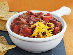 Slow-Cooker Beef and Beer Chili. Looking for a hearty slow cooked dinner? Then check out this beef and beer chili made with Muir Glen® tomatoes and Slow Cooker Chili, Crock Pot Slow Cooker, Slow Cooker Recipes, Crockpot Recipes, Cooking Recipes, Slow Cooking, Cooking With Beer, World's Best Food, Chili Recipes