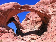 USAMietwagenTips: Entdecke den double Arches im Canyonland, #USA auf einer tollen 21-tägigen Mietwagen-Reise zu den schönsten Nationalparks der USA: http://www.usa-mietwagen.tips/reiserouten/21-tage-suedwesten-der-usa-die-grosse-nationalpark-natur-rundreise/