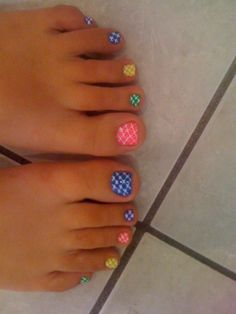 These nails are just too cute! I like that the nails are random and that there are gems on the big toes. Fancy Nails, Love Nails, How To Do Nails, My Nails, Pedicure Designs, Toe Nail Designs, Pedicure Ideas, Pretty Toes, Pretty Nails