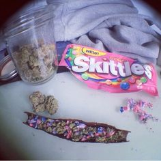 Would you smoke this blunt? -- honesly probably no, but i do love eating skittles and smoking ^. 420 Girls, Puff And Pass, Stoner Girl, Smoking Weed, Ganja, Medical Marijuana, Mary Janes, Drugs, Herbalism