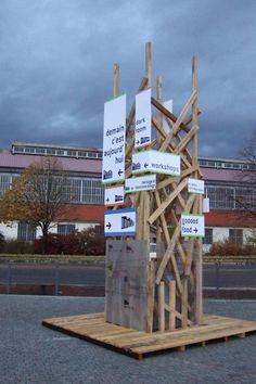Signalétique de la Biennale internationale de Design Saint-Etienne 2006. Projet réalisé au sein de la Cité du Design avec François Mangeol et Damien Crabol. Conception et réalisation de l'ensemble ...