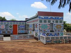 ndebele houses - Google Search South African Artists, African Tribes, Pretoria, Zimbabwe, Afrique Art, Haida Art, African Textiles, African Patterns, African Culture