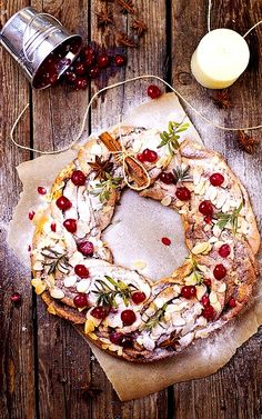#Christmas #bread #wreath almond Cinnamon Cherry ToniK ℬe Meℜℜy luluto.blogspot.com