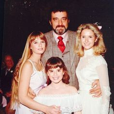 Kyle Richards with Little House on The Prairie Dad Victor French and sisters. Kim Richards and Kathy Hilton at Kathy's wedding. Kathy Hilton, Victor French, Ingalls Family, Melissa Gilbert, 80 Tv Shows, Kyle Richards, Michael Landon, Housewives Of Beverly Hills, Actresses