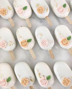 Cakepops, Paletas Chocolate, Cake Pop Designs, Magnum Paleta, Cake Pop Tutorial, Chocolate Covered Treats, Ice Cake, Cake Business, Cute Desserts